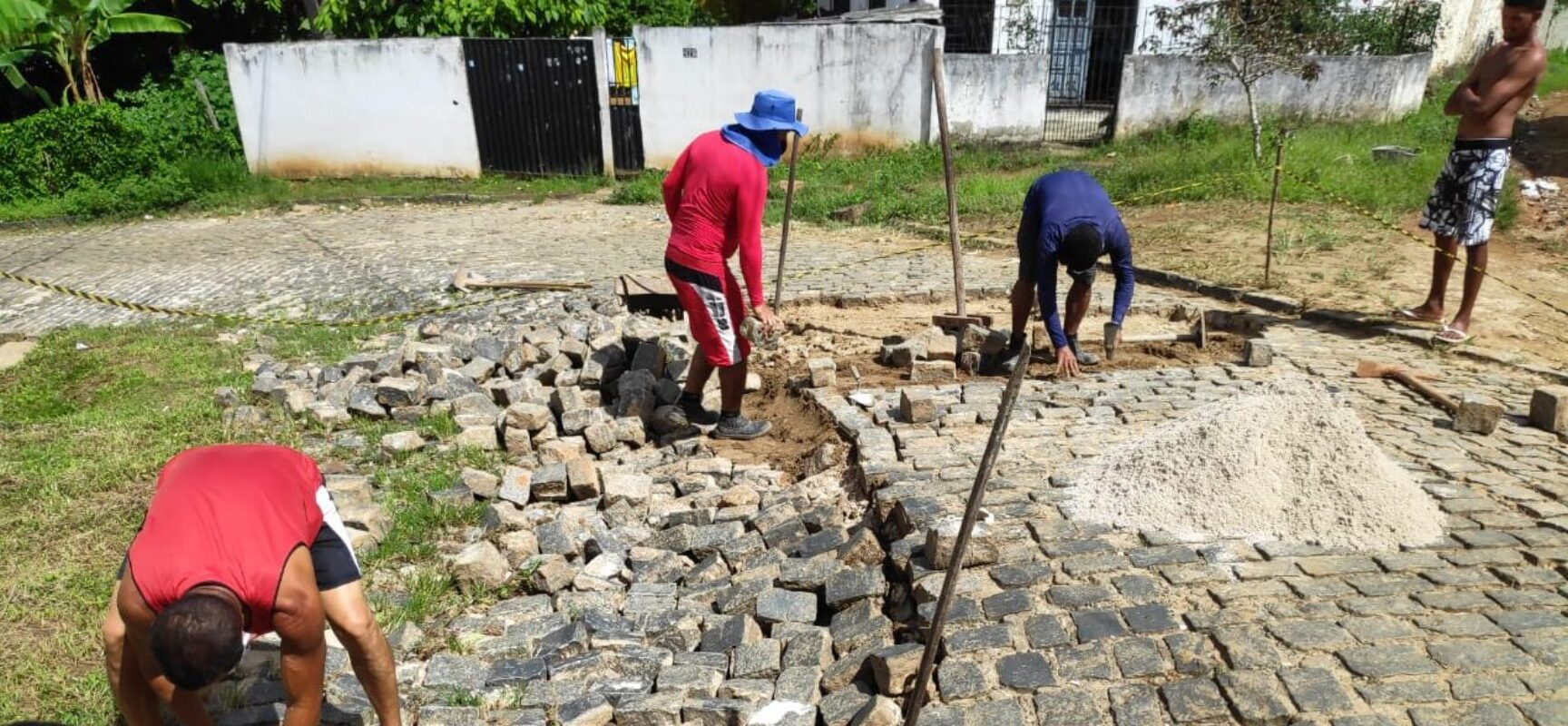 Vereador Edvaldo Gomes trabalhando em favor da comunidade