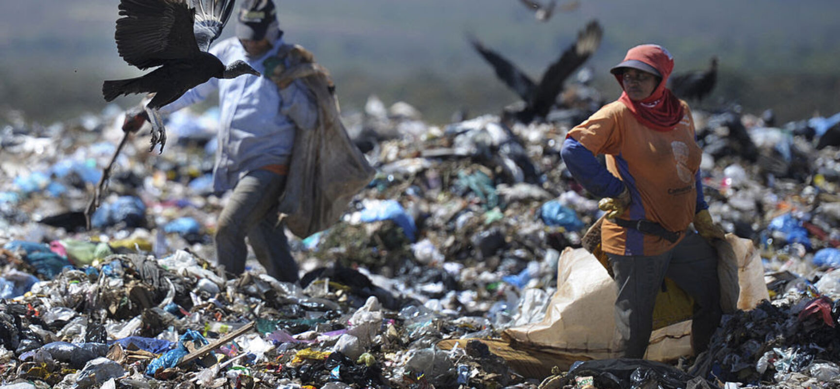 Brasil tem alto índice de descarte incorreto de lixo em aterros sanitários, aponta pesquisa