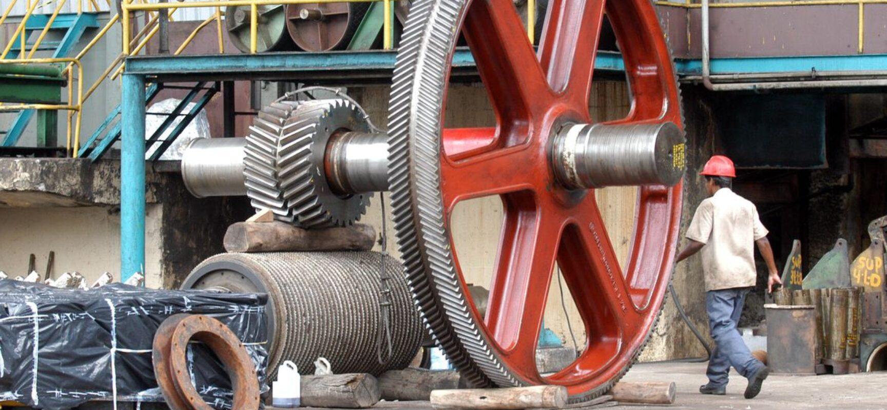 Confiança da indústria sobe em maio, diz FGV