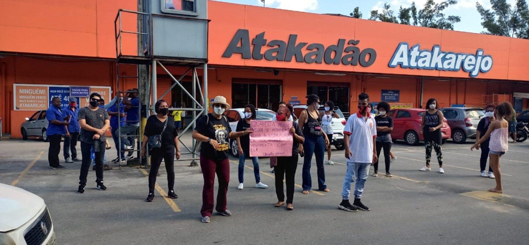 Entidades voltam a protestar contra mortes de tio e sobrinho suspeitos de furto no Atakarejo