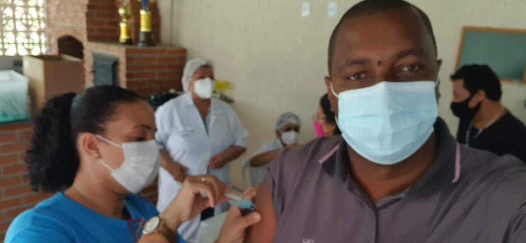 ESCUTA, ex-vice-presidente da Câmara de Ilhéus é vacinado contra o coronavírus