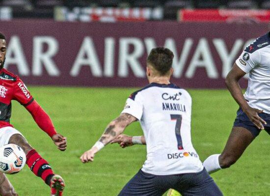 Flamengo arranca empate com LDU e se classifica na Libertadores