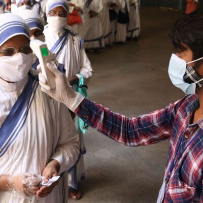 Índia abre mão de testes de vacinas para ampliar imunização