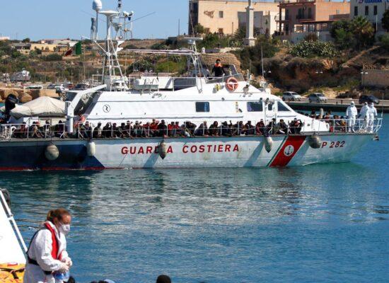 Mais de 2 mil migrantes chegam a Lampedusa em 24 horas