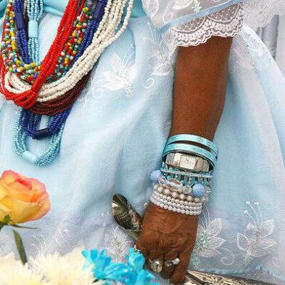 O que mudou na vestimenta afro desde a escravidão até os  dias atuais