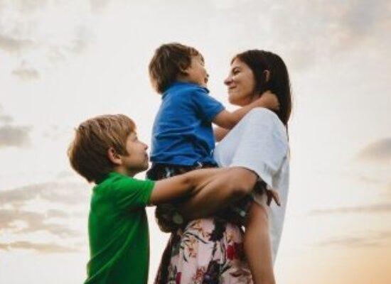 Pelo 2° ano, Dia das Mães será diferente. Texto de Lily Menezes