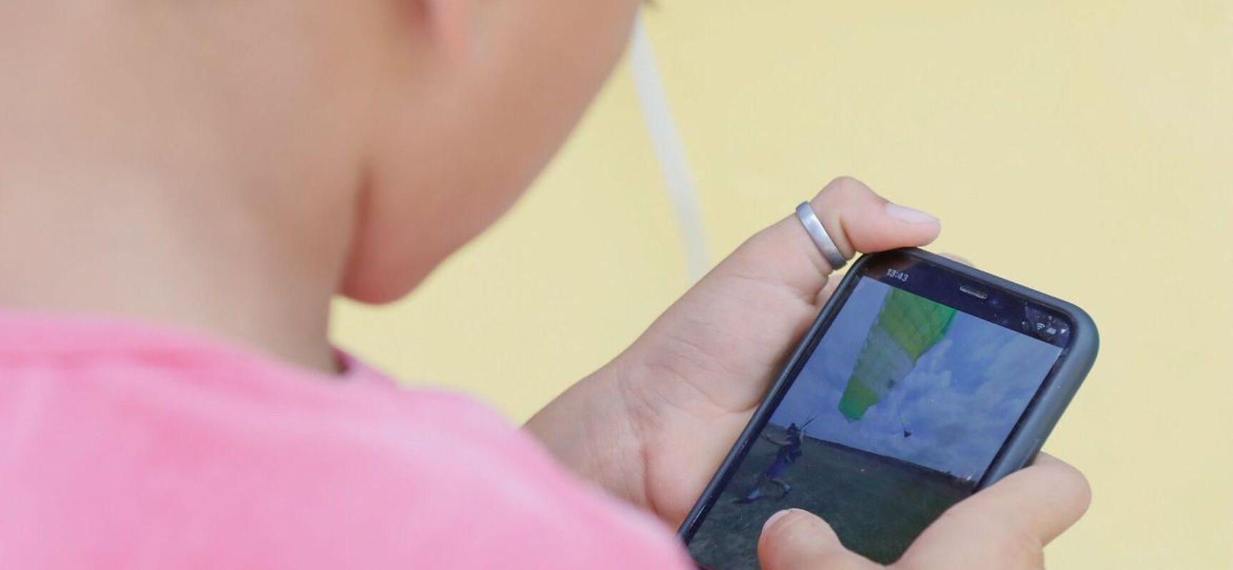 Pesquisadores alertam para riscos de crianças expostas a telas