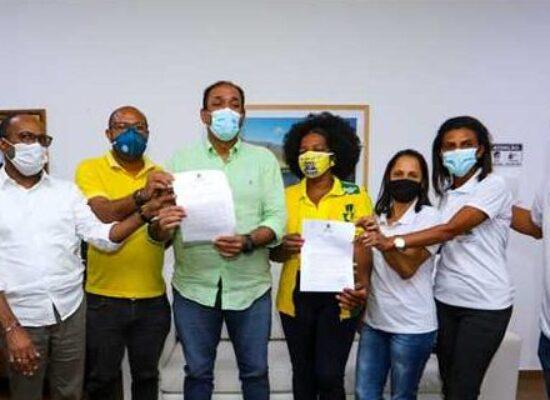 Prefeito sanciona leis que valorizam os Agentes comunitários de Saúde e de combate de endemias