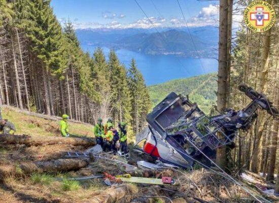 Queda de teleférico deixa ao menos 12 mortos na Itália