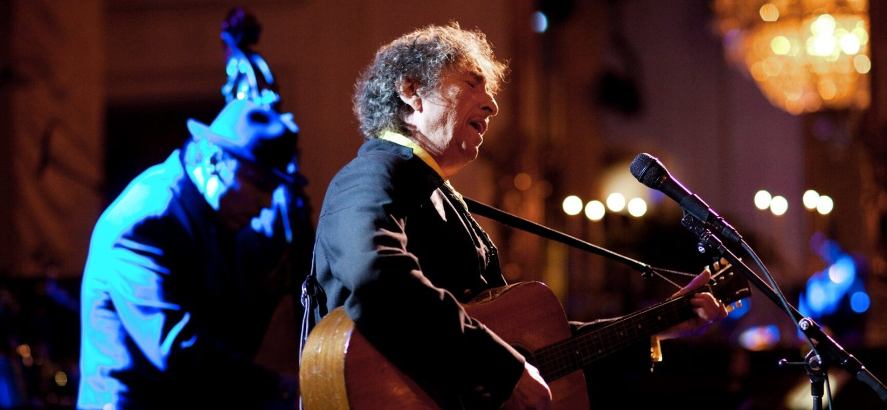 Único ser humano premiado com Nobel, Pulitzer e Oscar, Bob Dylan completa 80 anos