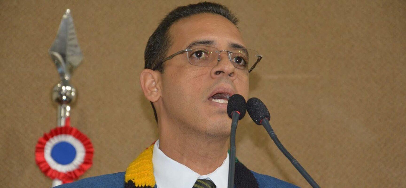 ACM Neto perdeu a língua?, questiona deputado Hilton Coelho