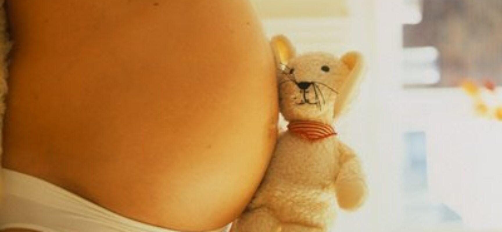 Alegando consentimento, juiz absolve réu que engravidou menina de 11 anos
