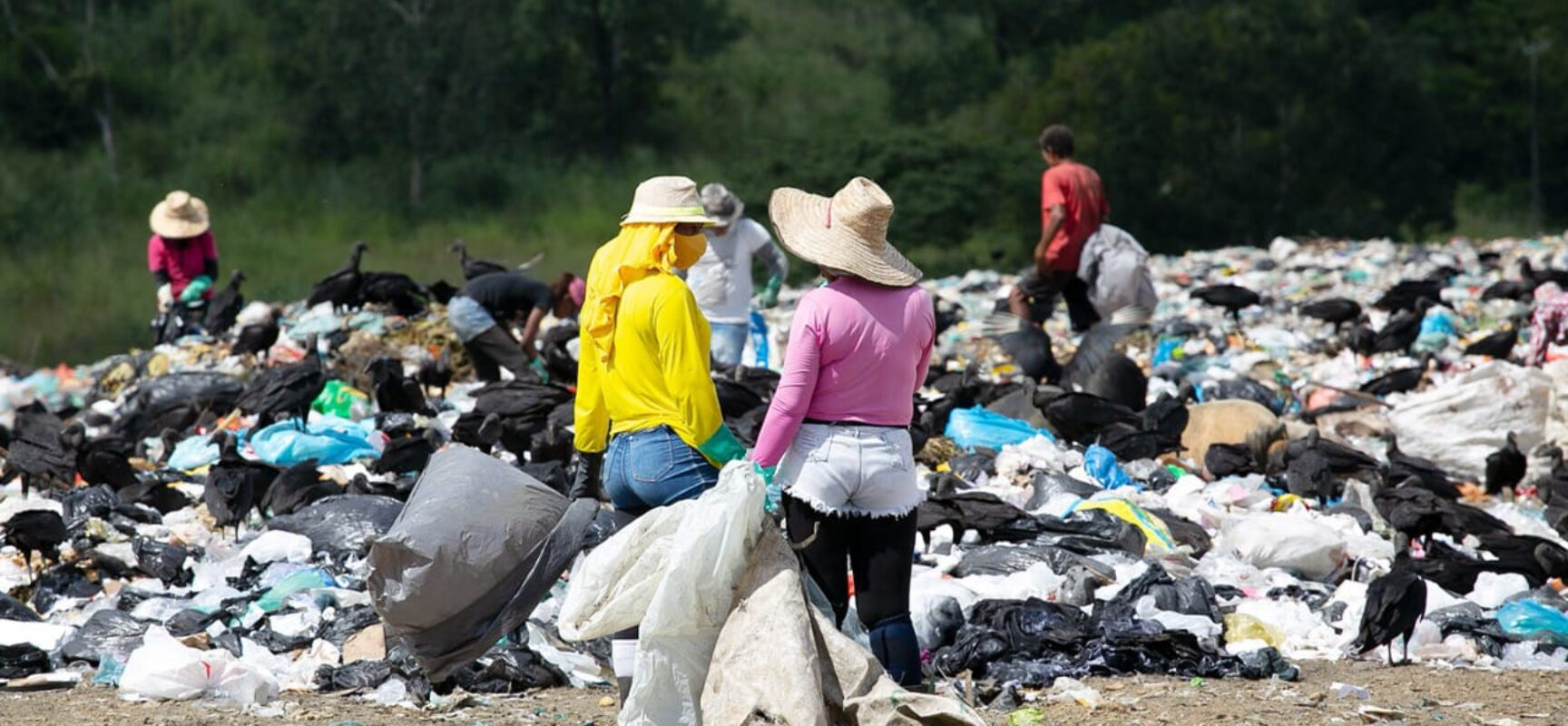 Assinatura de Termo de Cooperação assegura auxílio para famílias do antigo lixão de Itabuna