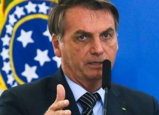 """Bolsonaro diz pretender aumentar Bolsa Família em """"pelo menos 50%"""" até 2022"""