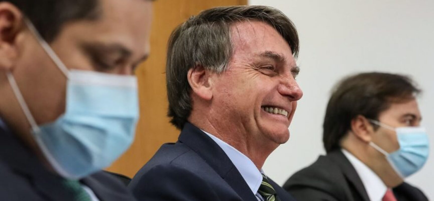Bolsonaro diz que Queiroga fará parecer para desobrigar uso de máscara por vacinados