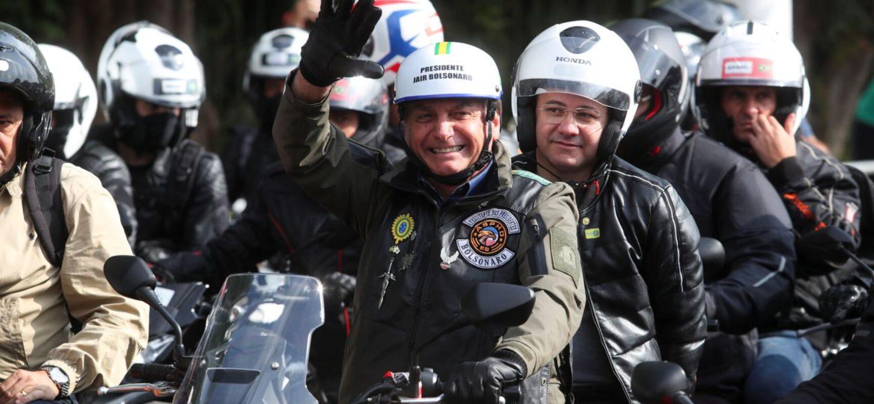 Bolsonaro participa de ato com motociclistas pelas ruas de São Paulo
