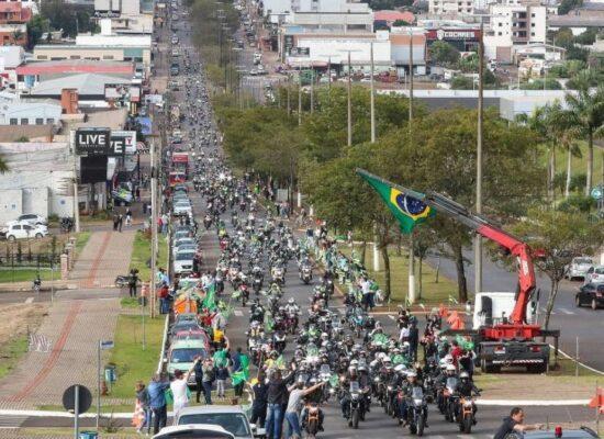Bolsonaro participa de motociata em Chapecó e volta a causar aglomeração