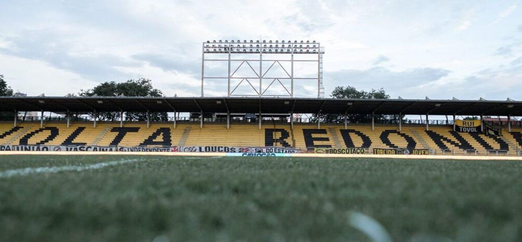 Botafogo recebe Vitória em busca de recuperação na Série B