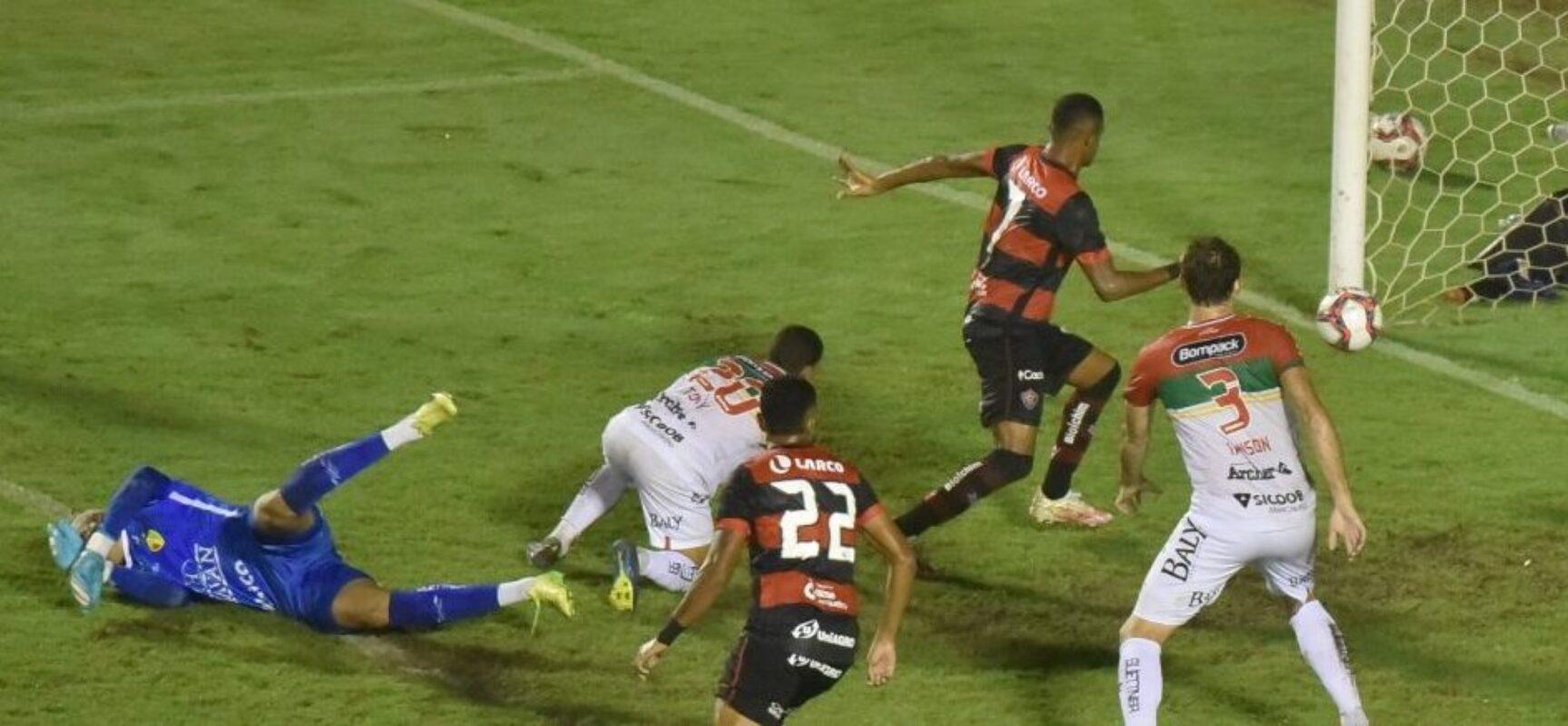 BRASILEIRÃO: De virada, Vitória bate o Brusque e deixa o Z-4 da Série B