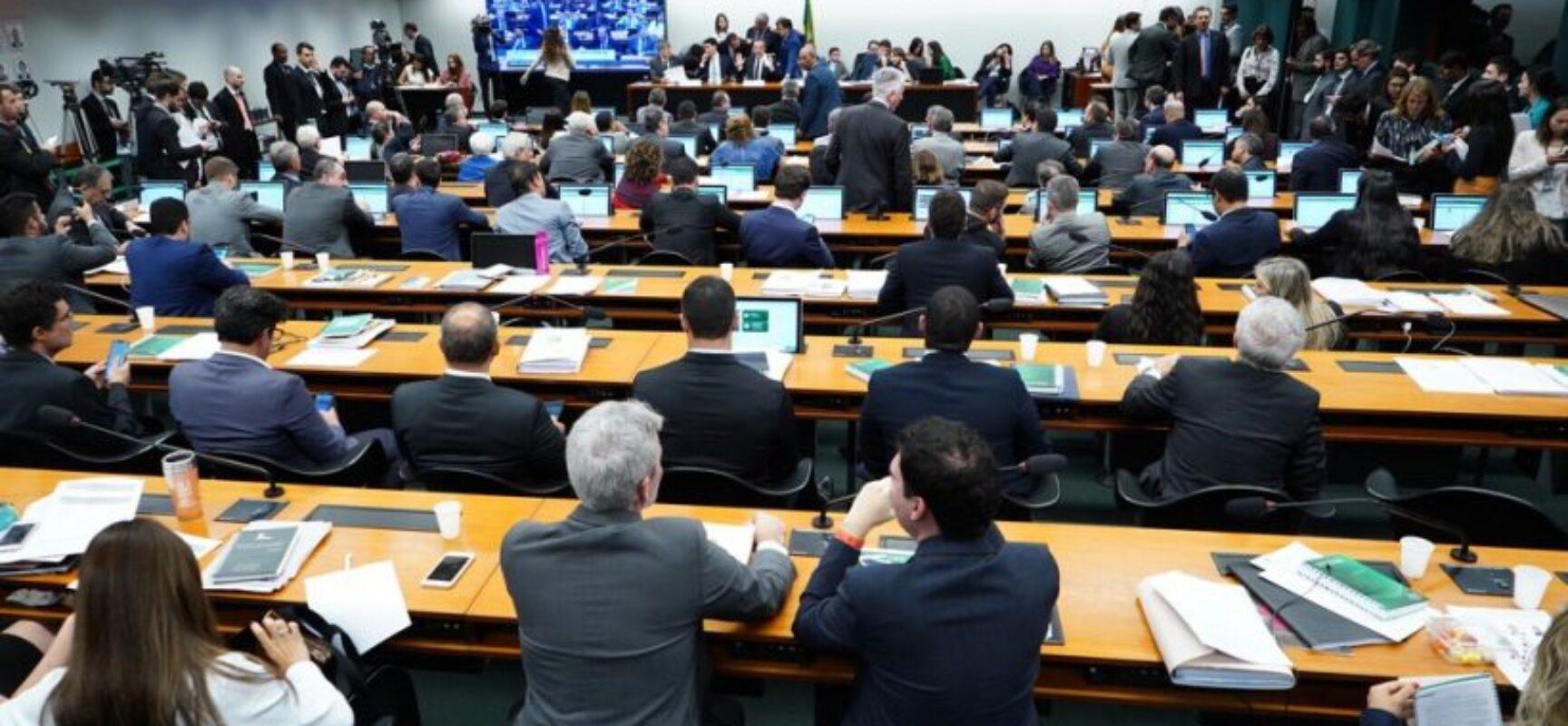 Câmara aprova projeto que autoriza cultivo de maconha para fins medicinais