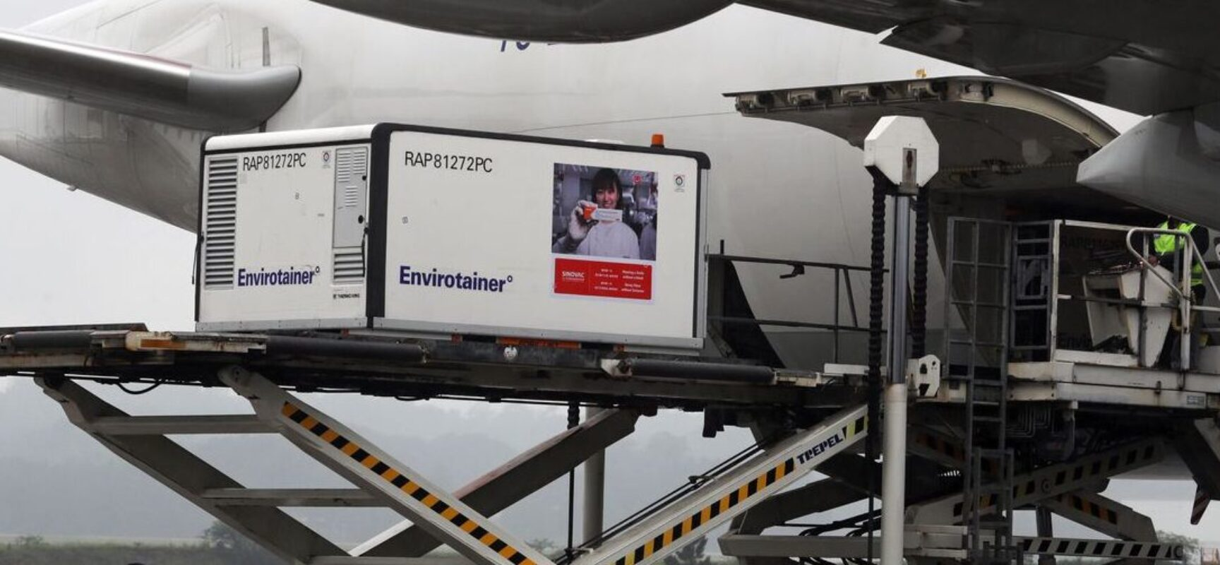 Chega em São Paulo avião com 6 mil litros de IFA para o Butantan