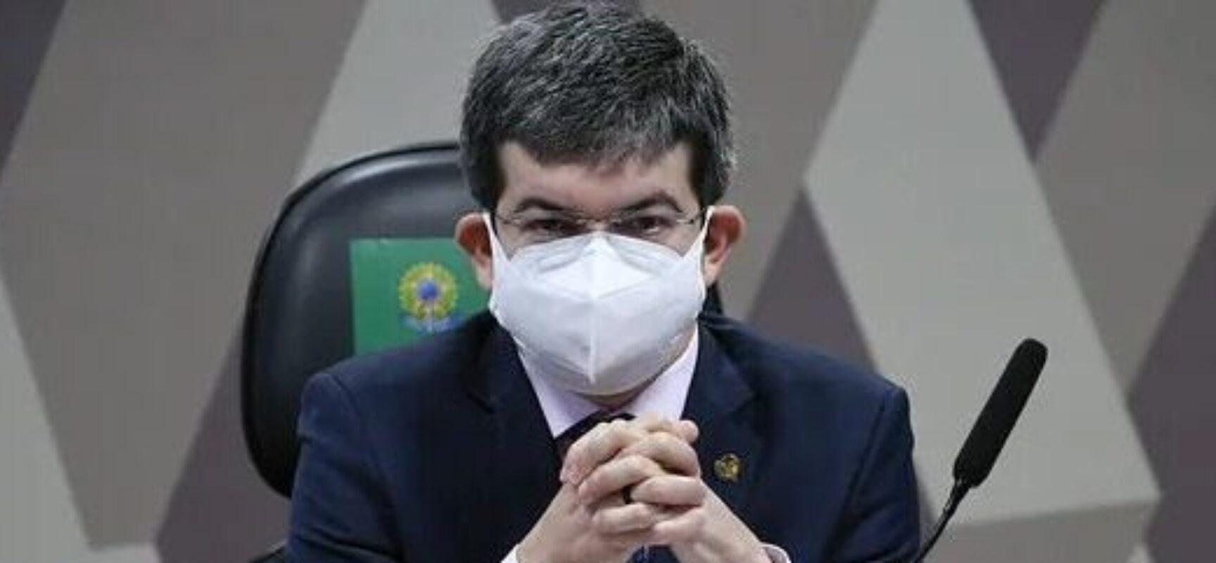 Governo ignorou 53 e-mails de ofertas feitas pela Pfizer, diz Randolfe Rodrigues