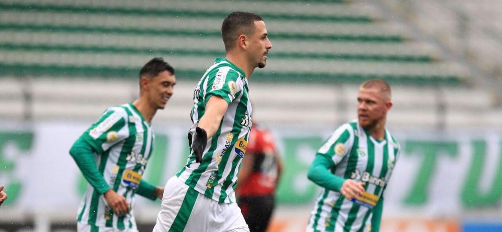 Gramado traiçoeiro ajuda e Juventude derrota Flamengo