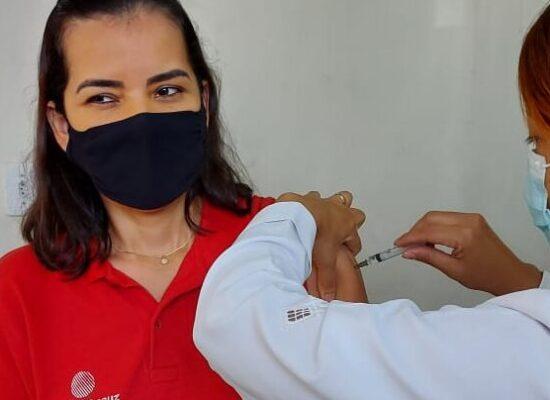 Distribuição de vacinas da Covid-19 para os municípios passa a ser apenas por critério de idade