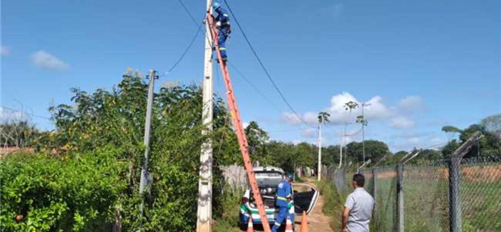 Prefeitura de Ilhéus implanta 21 novos postes de iluminação nas zonas urbana e rural da cidade