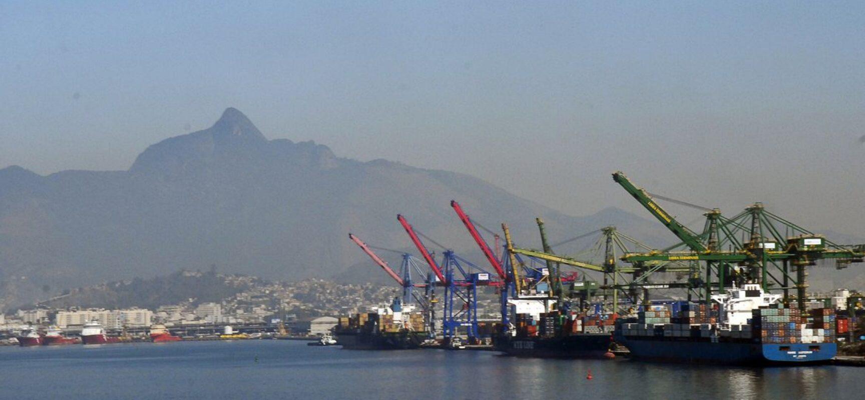 AEB prevê aumento das exportações e importações e superávit recorde