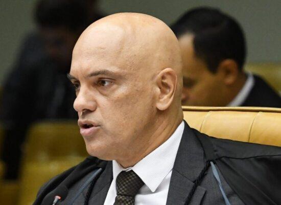 Bolsonaro formaliza pedido de impeachment de Alexandre de Moraes