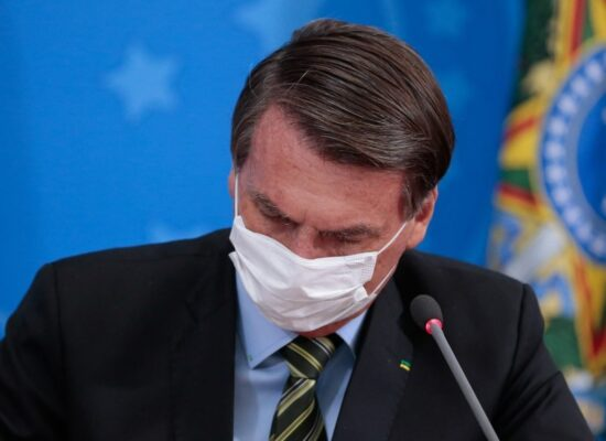 Bolsonaro anuncia Bolsa-Família de R$ 300