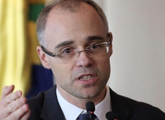 Bolsonaro confirma indicação de André Mendonça para STF no lugar de Marco Aurélio