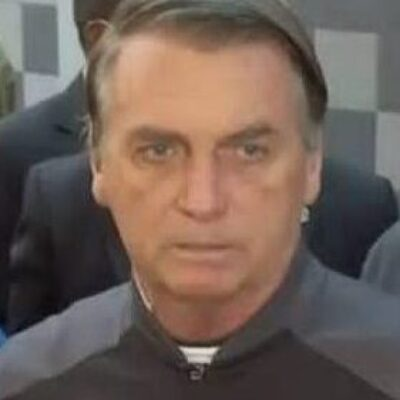 Bolsonaro deixa hospital em São Paulo e retorna a Brasília