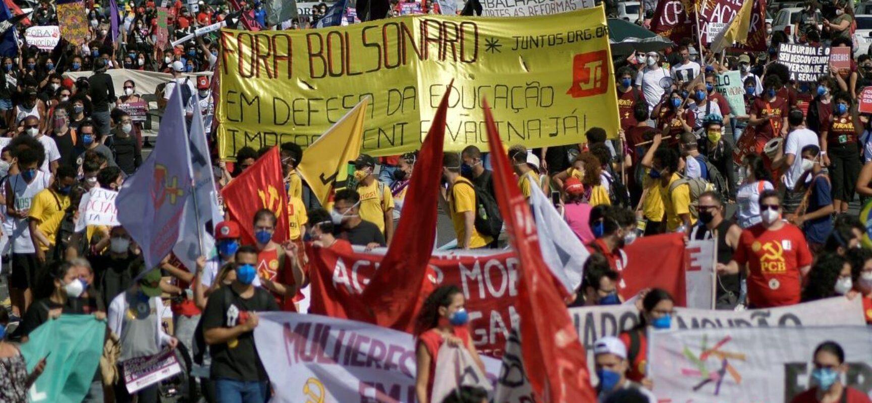 Cidades brasileiras têm atos contra corrupção e por mais vacinas