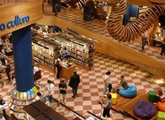 """""""É o processo de evolução do mercado editorial"""", diz pesquisadora sobre fechamento de livrarias"""