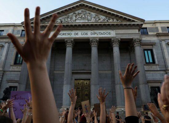 Espanha diz que sexo não consensual é estupro e endurece leis