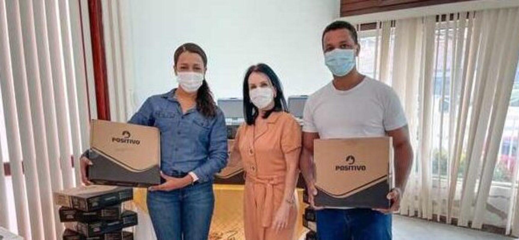 Ilhéus: Prefeitura entrega 180 netbooks para professores de 27 escolas municipais