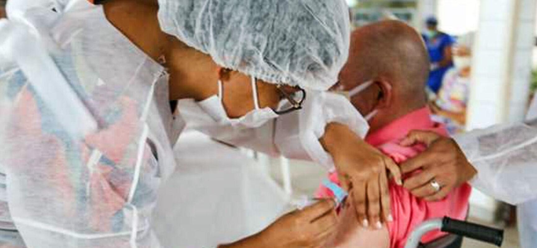 Ilhéus: Vacinação segue para público 34+ nesta segunda e terça-feira nas unidades básicas de saúde