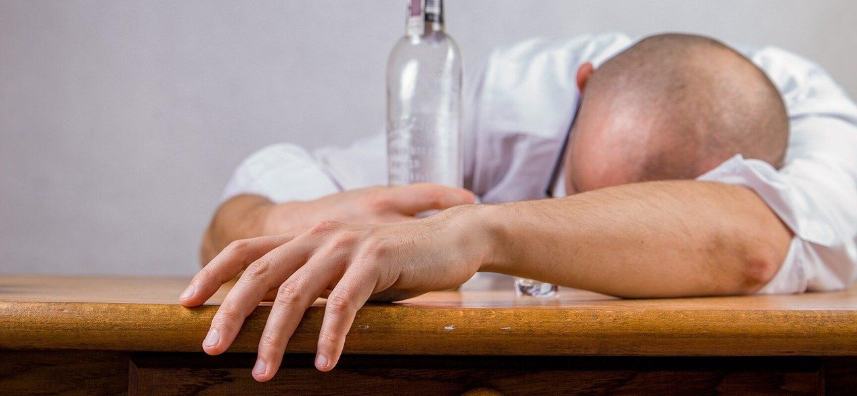 Isolamento social provoca aumento de 18,4% das mortes por alcoolismo no Brasil