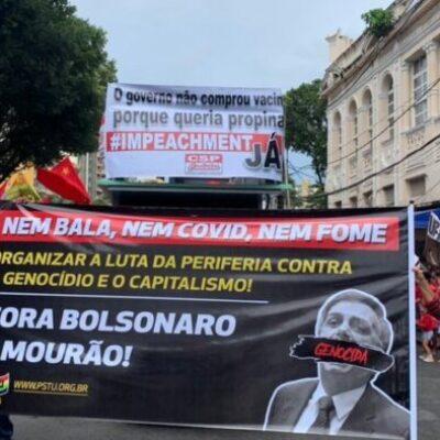 Manifestantes protestam contra Bolsonaro e a favor da vacina na Bahia