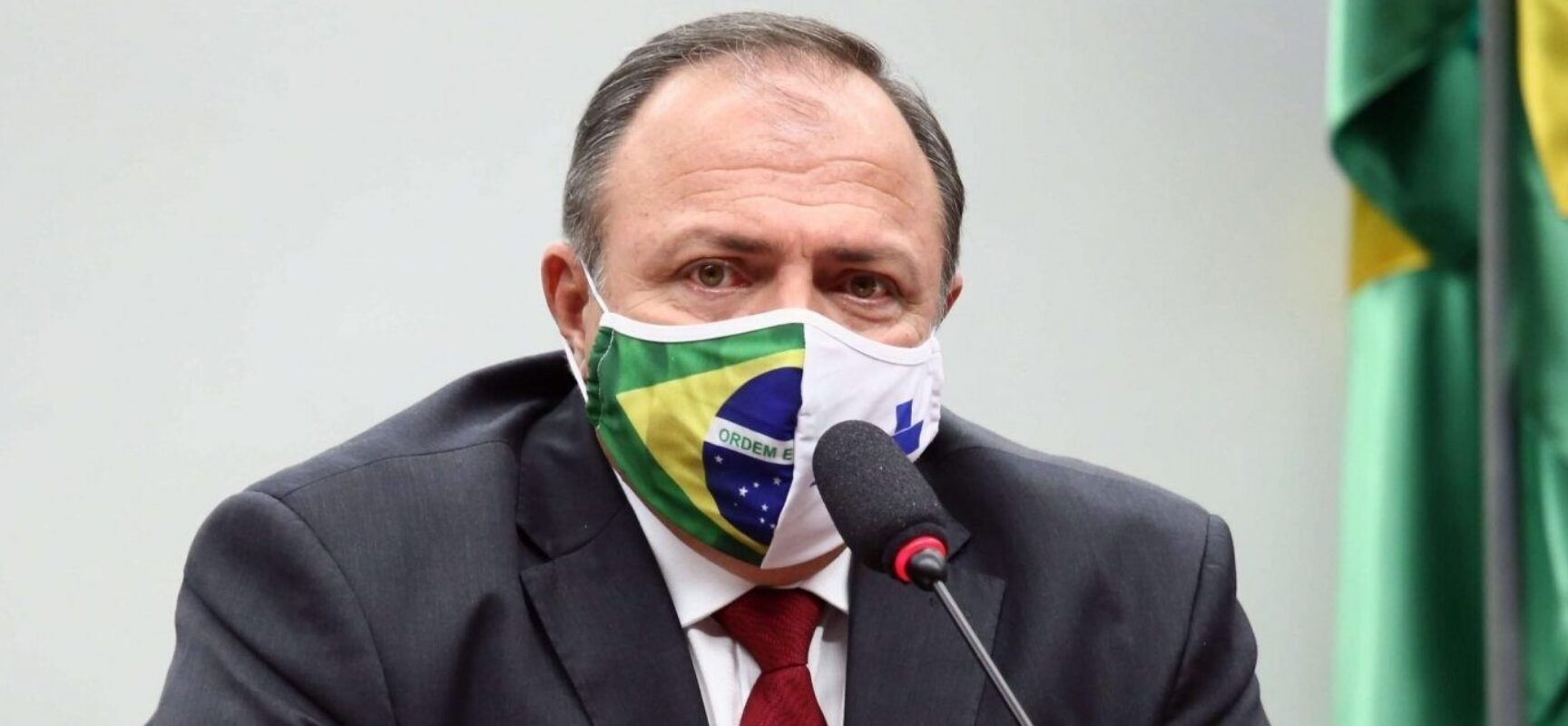 Pazuello negociou Coronavac com intermediária e pelo triplo do preço, diz jornal