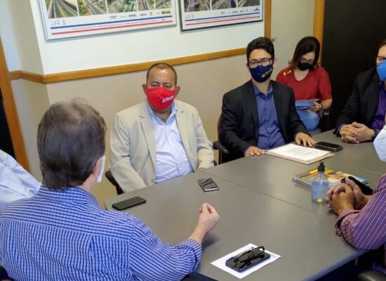 Prefeito de Itacaré apresenta na Conder documentos para pavimentação da Concha