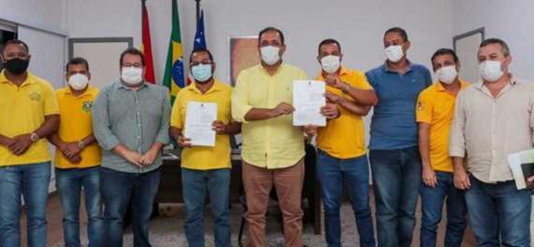 Prefeito Mário Alexandre assina PCCR para agentes de trânsito de Ilhéus