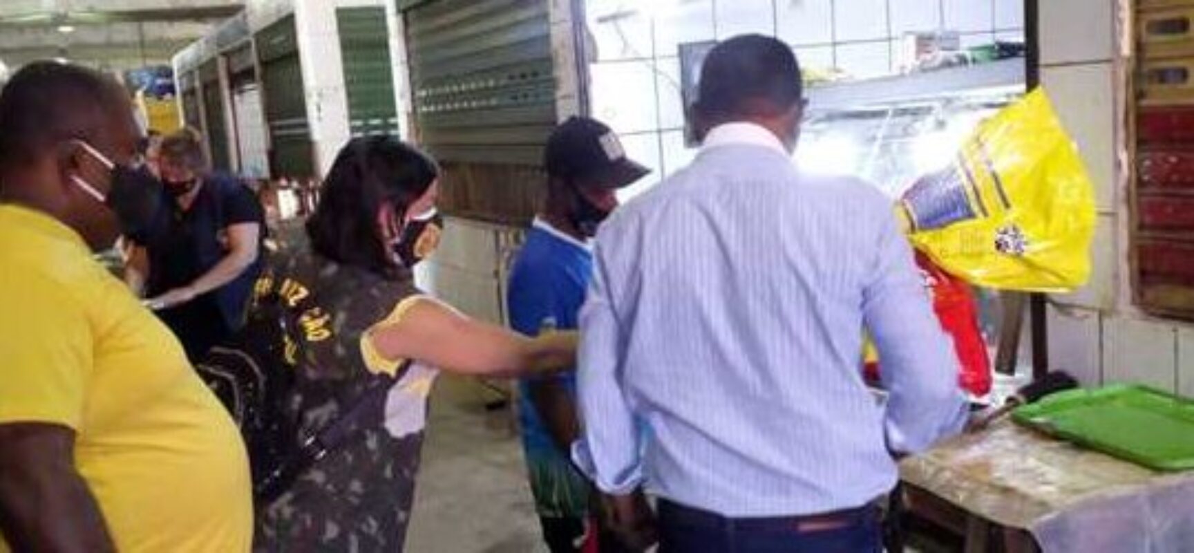 Prefeitura de Ilhéus interdita boxe da Central de Abastecimento do Malhado por condições insalubres