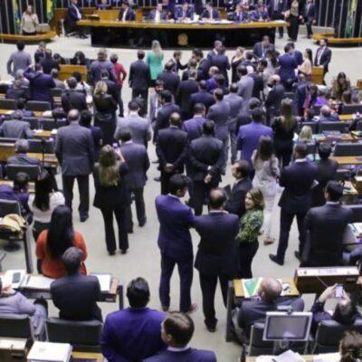 PSL, DEM e PP negociam fusão para formar novo centrão, diz site