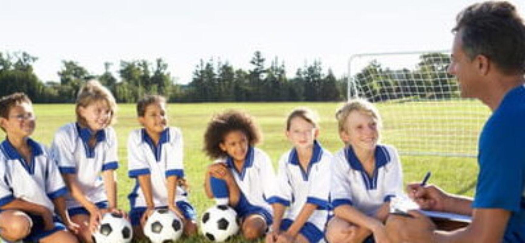 Seu filho quer ser jogador de futebol? Saiba o momento certo de colocá-lo em uma escolinha