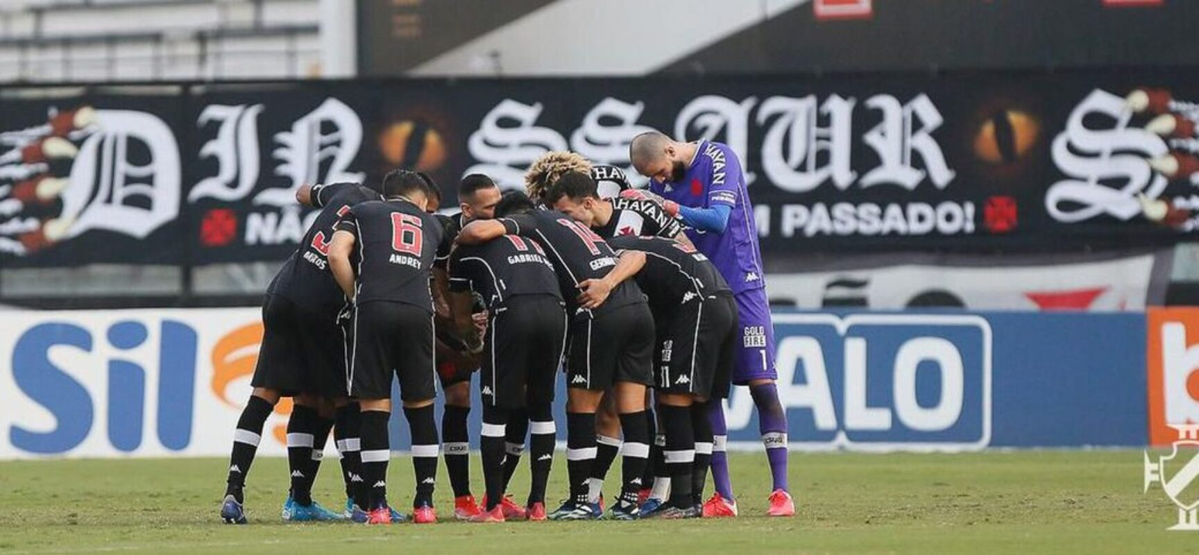 Vasco vence o Confiança e chega à sexta posição na Série B