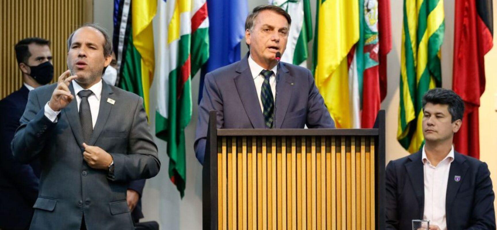 Bolsonaro ratifica pedido de impeachment de Barroso e Alexandre de Moraes