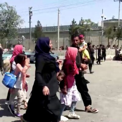 Caos no aeroporto de Cabul impede partidas